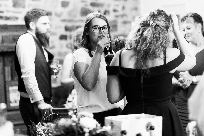 Hochzeit-Elena-Sandra-18-1 Elena & Sandra - gleichgeschlechtliche Hochzeit bei Hameln Hochzeitreportage