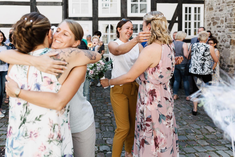 Hochzeit-Elena-Sandra-21-1 Elena & Sandra - gleichgeschlechtliche Hochzeit bei Hameln Hochzeitreportage