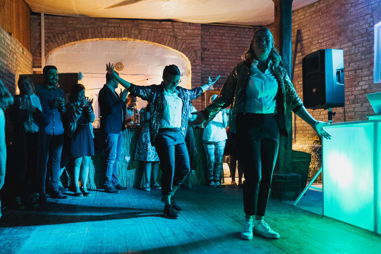Hochzeit-Elena-Sandra-75-1 Elena & Sandra - gleichgeschlechtliche Hochzeit bei Hameln Hochzeitreportage