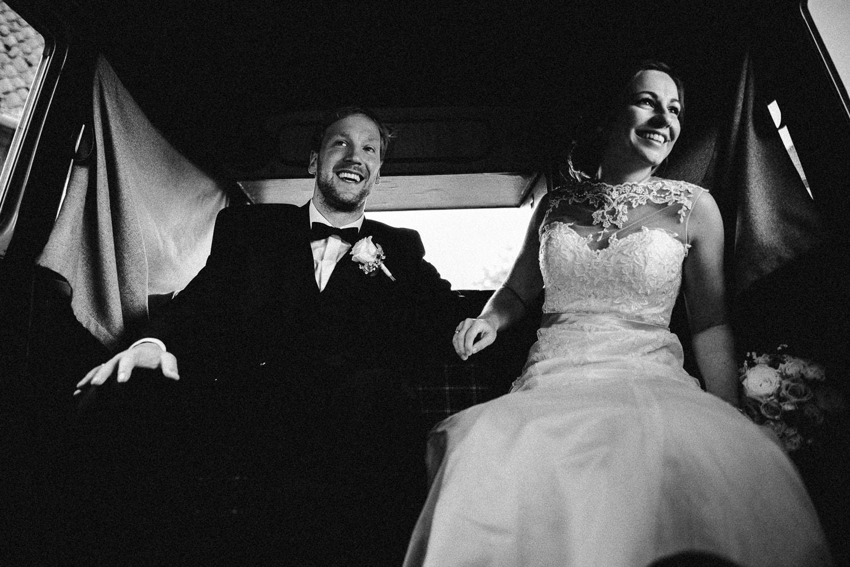 Sarah-Sven-Hochzeitsreportage-105 Yogalehrerin heiratet Handball Trainer Hochzeitreportage