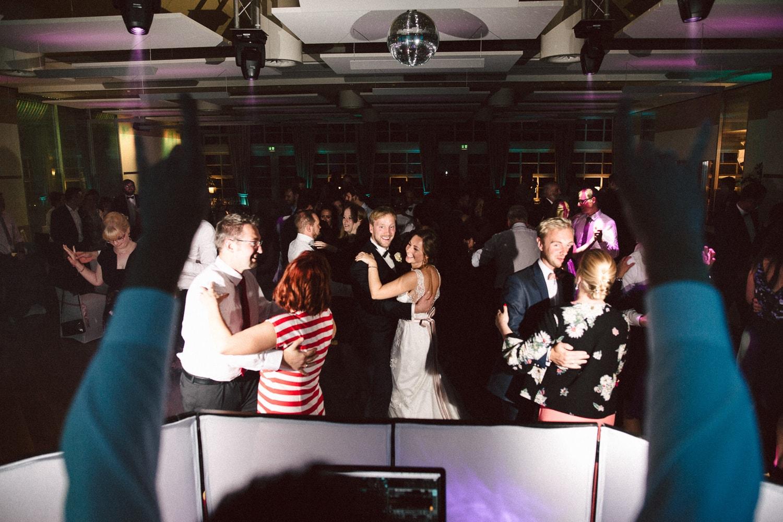 Sarah-Sven-Hochzeitsreportage-106 Yogalehrerin heiratet Handball Trainer Hochzeitreportage