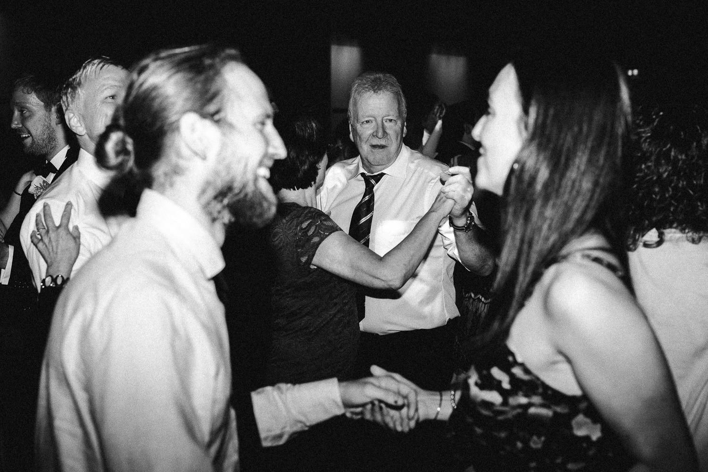 Sarah-Sven-Hochzeitsreportage-108 Yogalehrerin heiratet Handball Trainer Hochzeitreportage