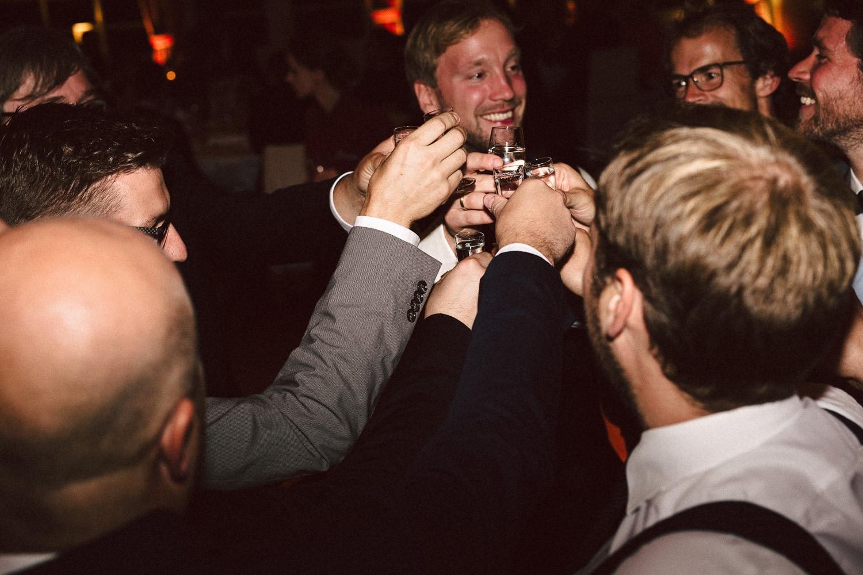 Sarah-Sven-Hochzeitsreportage-112 Yogalehrerin heiratet Handball Trainer Hochzeitreportage