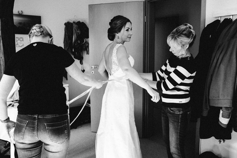 Sarah-Sven-Hochzeitsreportage-28 Yogalehrerin heiratet Handball Trainer Hochzeitreportage