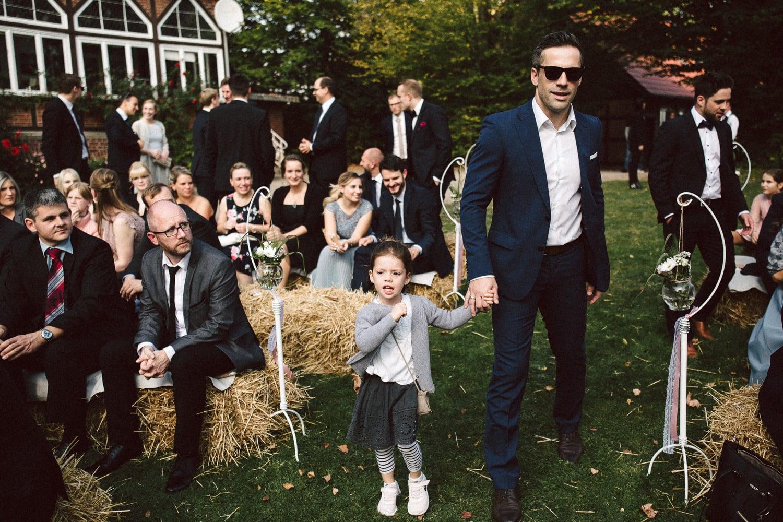 Sarah-Sven-Hochzeitsreportage-69 Yogalehrerin heiratet Handball Trainer Hochzeitreportage