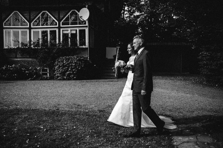 Sarah-Sven-Hochzeitsreportage-72 Yogalehrerin heiratet Handball Trainer Hochzeitreportage