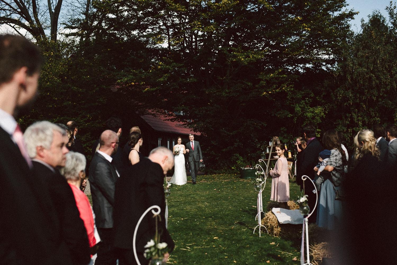Sarah-Sven-Hochzeitsreportage-73 Yogalehrerin heiratet Handball Trainer Hochzeitreportage