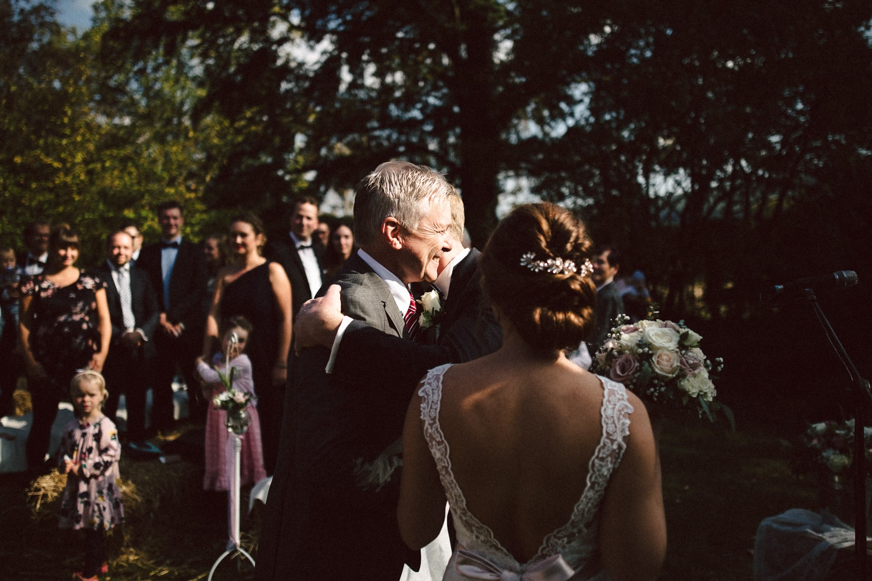 Sarah-Sven-Hochzeitsreportage-75 Yogalehrerin heiratet Handball Trainer Hochzeitreportage