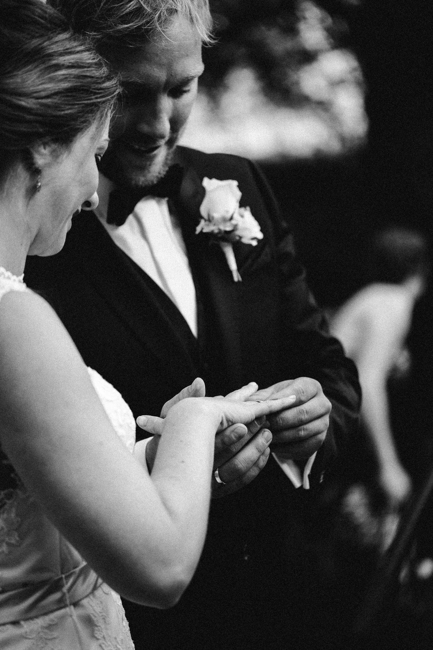 Sarah-Sven-Hochzeitsreportage-83a Yogalehrerin heiratet Handball Trainer Hochzeitreportage