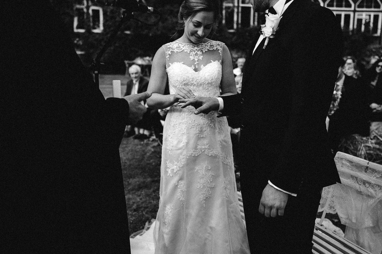 Sarah-Sven-Hochzeitsreportage-84 Yogalehrerin heiratet Handball Trainer Hochzeitreportage