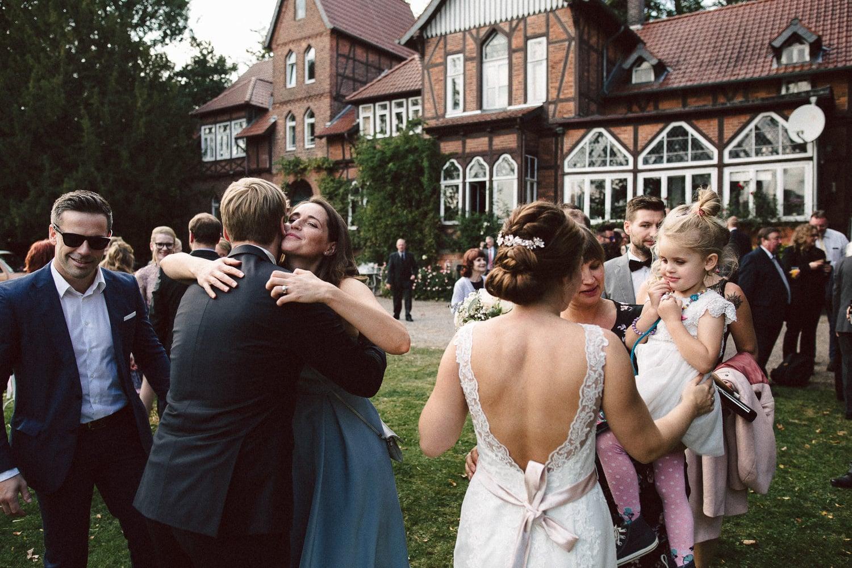 Sarah-Sven-Hochzeitsreportage-90 Yogalehrerin heiratet Handball Trainer Hochzeitreportage