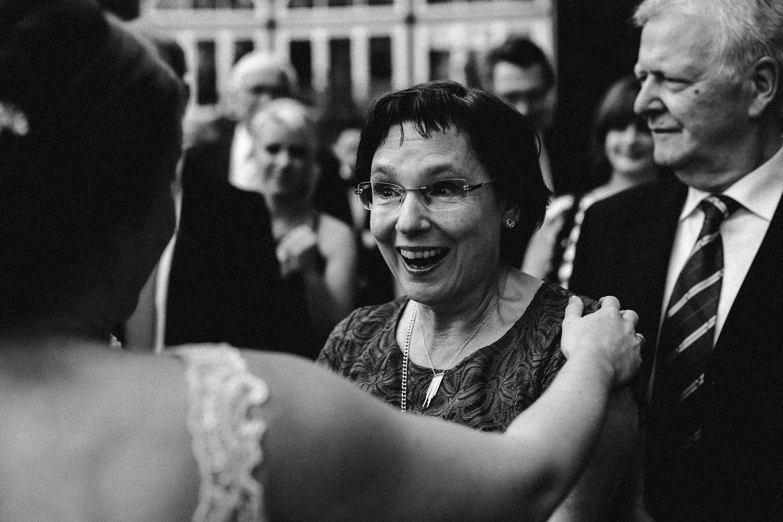 Sarah-Sven-Hochzeitsreportage-91 Yogalehrerin heiratet Handball Trainer Hochzeitreportage