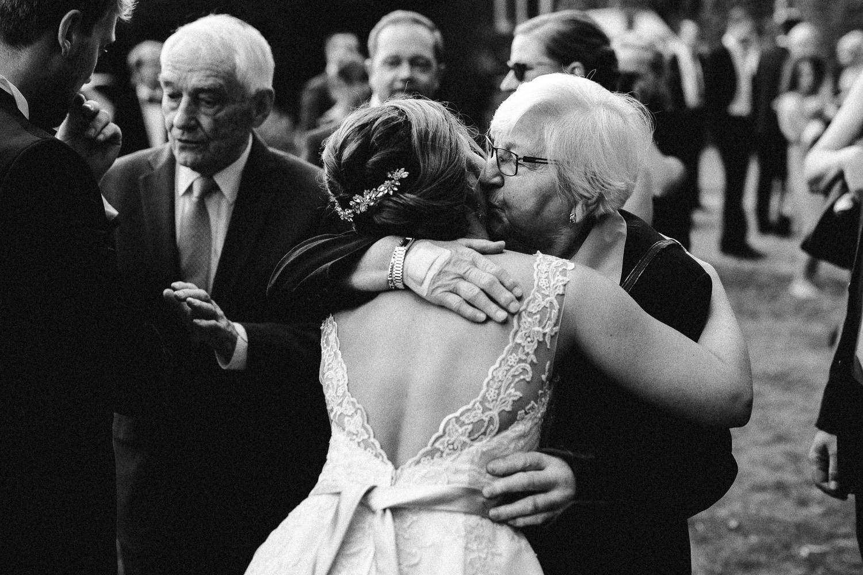 Sarah-Sven-Hochzeitsreportage-93 Yogalehrerin heiratet Handball Trainer Hochzeitreportage