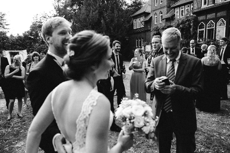 Sarah-Sven-Hochzeitsreportage-96 Yogalehrerin heiratet Handball Trainer Hochzeitreportage