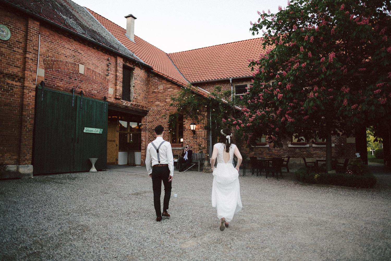 Vanessa-Nicholas-Hochzeitsreportage-108 Vanessa & Nicholas - freie Trauung in der Mosterei Ockensen Hochzeitreportage