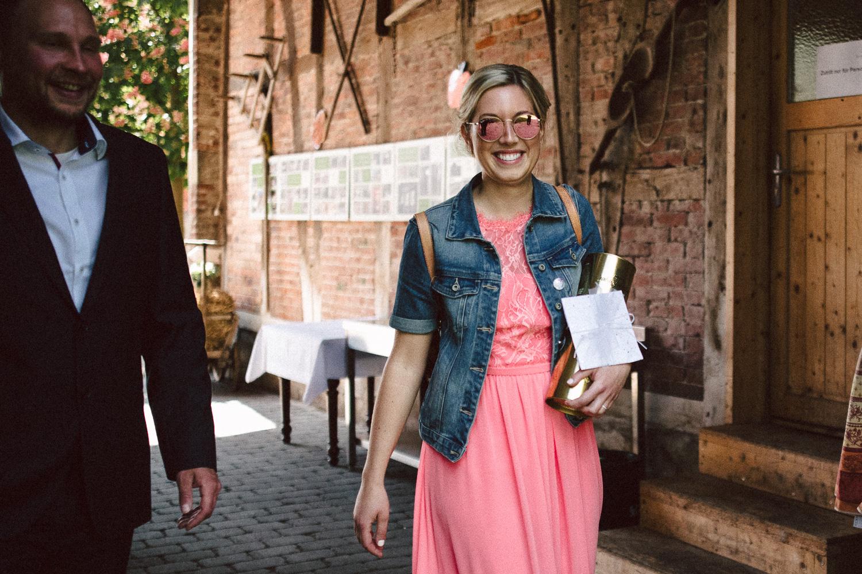 Vanessa-Nicholas-Hochzeitsreportage-44 Vanessa & Nicholas - freie Trauung in der Mosterei Ockensen Hochzeitreportage