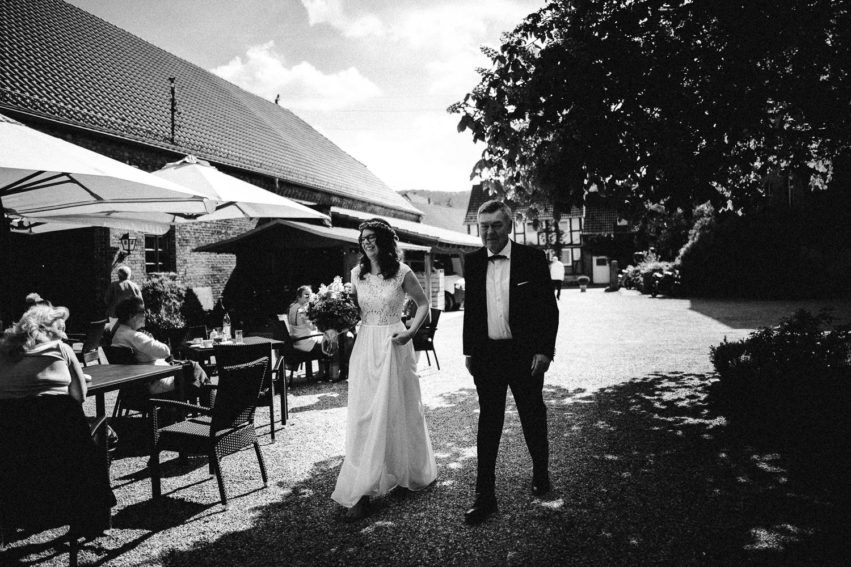 Vanessa-Nicholas-Hochzeitsreportage-50 Vanessa & Nicholas - freie Trauung in der Mosterei Ockensen Hochzeitreportage