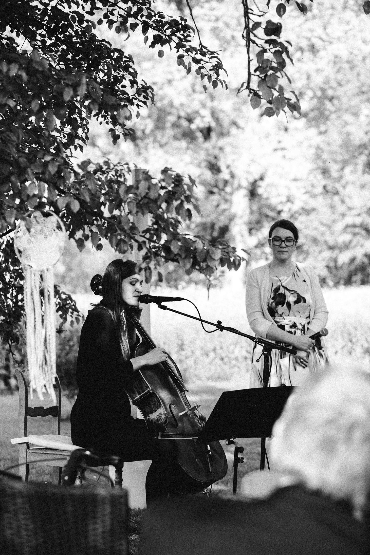 Vanessa-Nicholas-Hochzeitsreportage-77a Vanessa & Nicholas - freie Trauung in der Mosterei Ockensen Hochzeitreportage