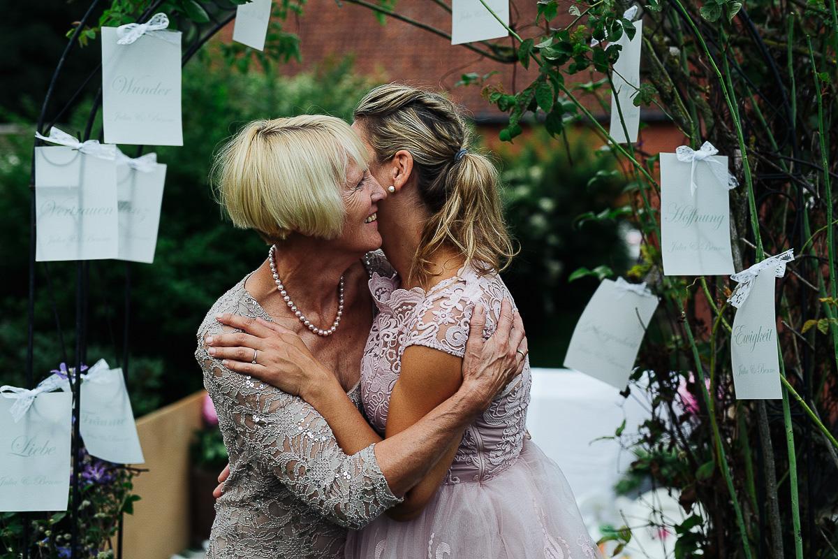 Hochzeitsfotograf-Hameln-Hochzeitsfotografie-Bad-Münder-Springe-Bielefeld-Hannover-18 Julia & Benno - Wenn der Polterabend zur Hochzeitsparty wird Hochzeitreportage