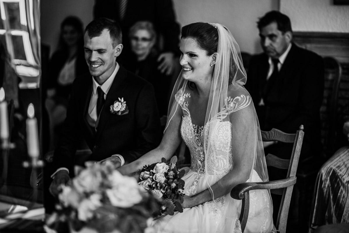 Hochzeitsfotograf-Hameln-Hochzeitsfotografie-Bad-Muender-Springe-Bielefeld-Hannover-Weserbergland-12 Annika & Julius - Corona Herbsthochzeit im Weserbergland Hochzeitreportage