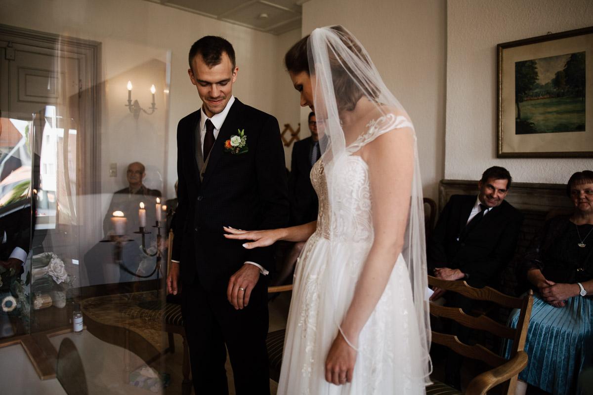 Hochzeitsfotograf-Hameln-Hochzeitsfotografie-Bad-Muender-Springe-Bielefeld-Hannover-Weserbergland-13 Annika & Julius - Corona Herbsthochzeit im Weserbergland Hochzeitreportage