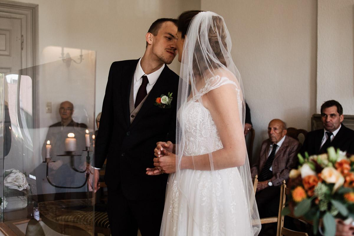 Hochzeitsfotograf-Hameln-Hochzeitsfotografie-Bad-Muender-Springe-Bielefeld-Hannover-Weserbergland-16 Annika & Julius - Corona Herbsthochzeit im Weserbergland Hochzeitreportage