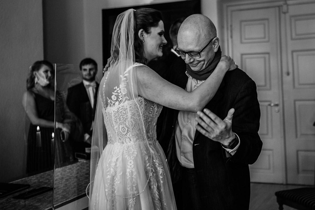 Hochzeitsfotograf-Hameln-Hochzeitsfotografie-Bad-Muender-Springe-Bielefeld-Hannover-Weserbergland-18 Annika & Julius - Corona Herbsthochzeit im Weserbergland Hochzeitreportage