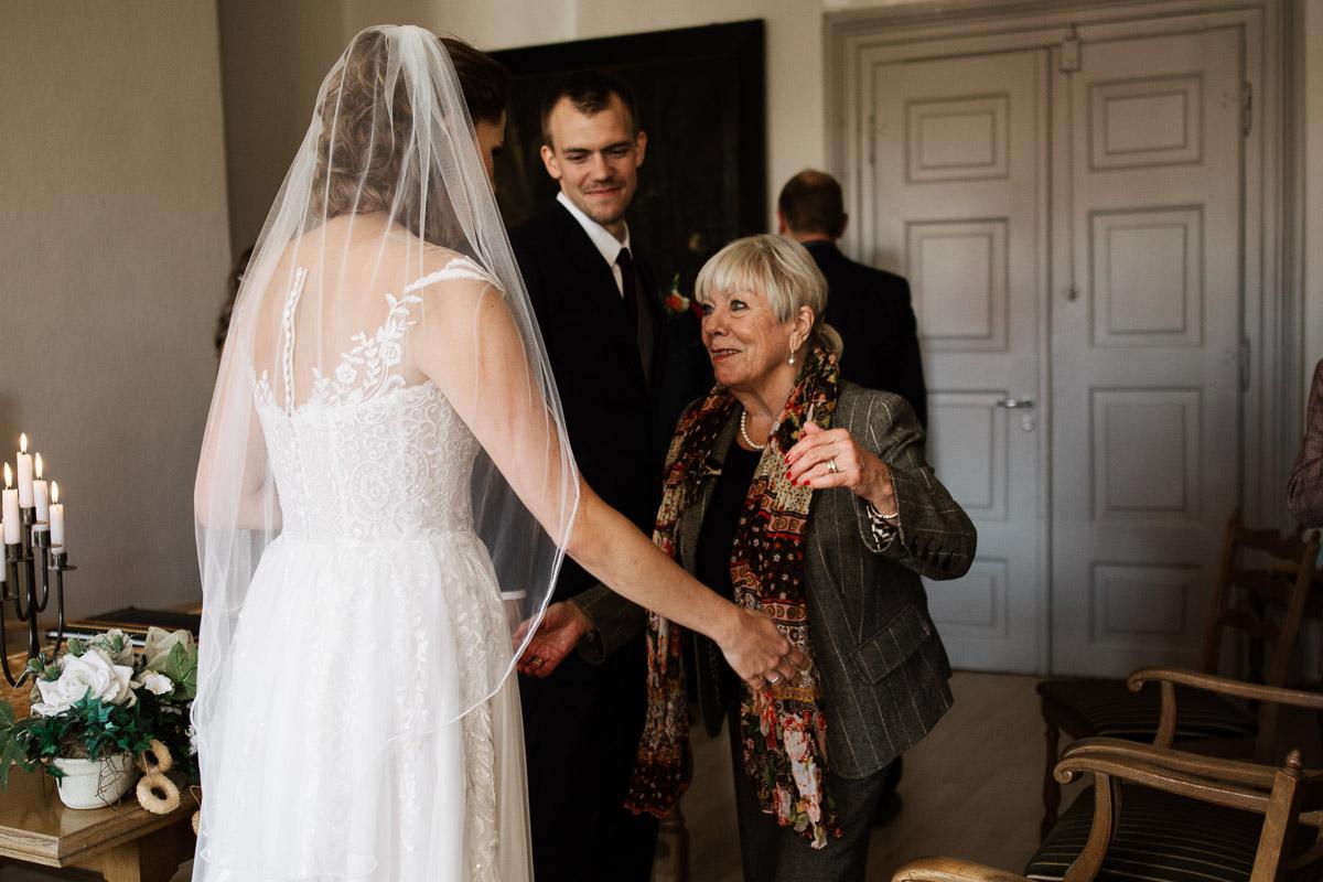Hochzeitsfotograf-Hameln-Hochzeitsfotografie-Bad-Muender-Springe-Bielefeld-Hannover-Weserbergland-19 Annika & Julius - Corona Herbsthochzeit im Weserbergland Hochzeitreportage