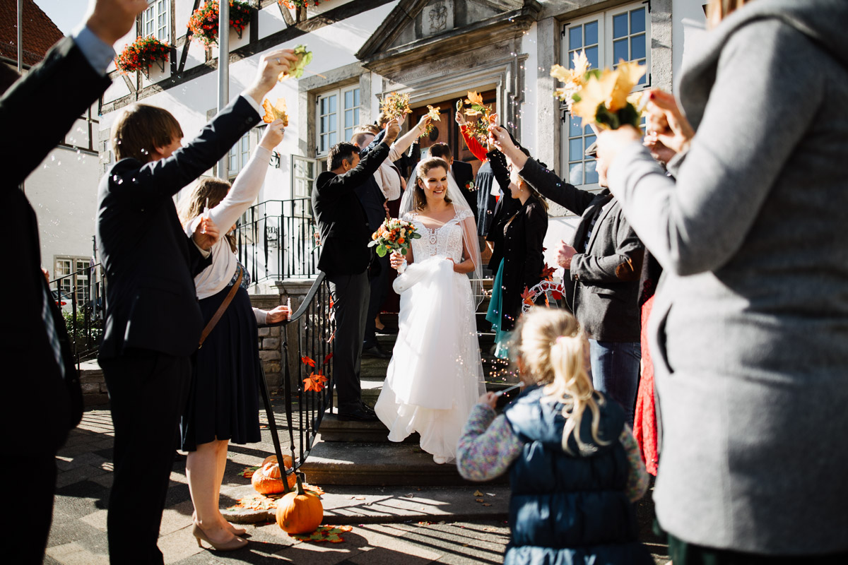 Hochzeitsfotograf-Hameln-Hochzeitsfotografie-Bad-Muender-Springe-Bielefeld-Hannover-Weserbergland-20 Annika & Julius - Corona Herbsthochzeit im Weserbergland Hochzeitreportage