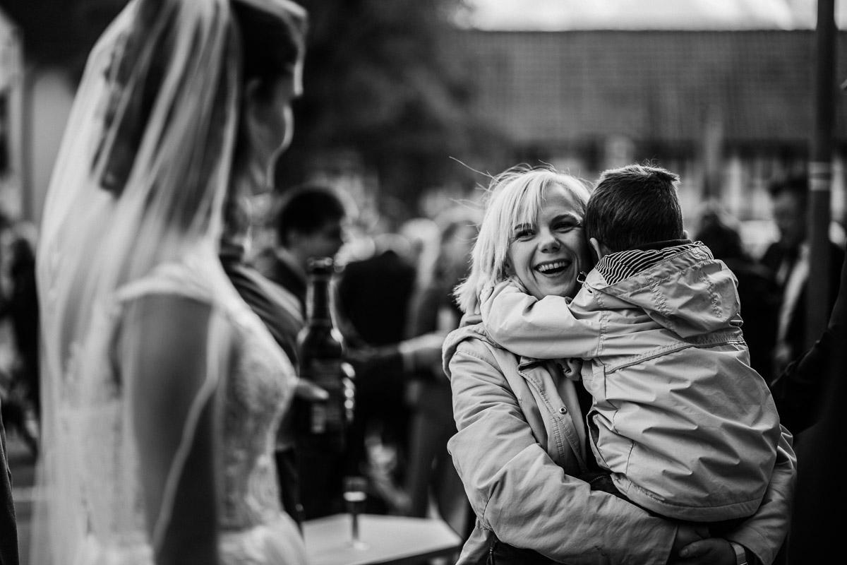 Hochzeitsfotograf-Hameln-Hochzeitsfotografie-Bad-Muender-Springe-Bielefeld-Hannover-Weserbergland-23 Annika & Julius - Corona Herbsthochzeit im Weserbergland Hochzeitreportage