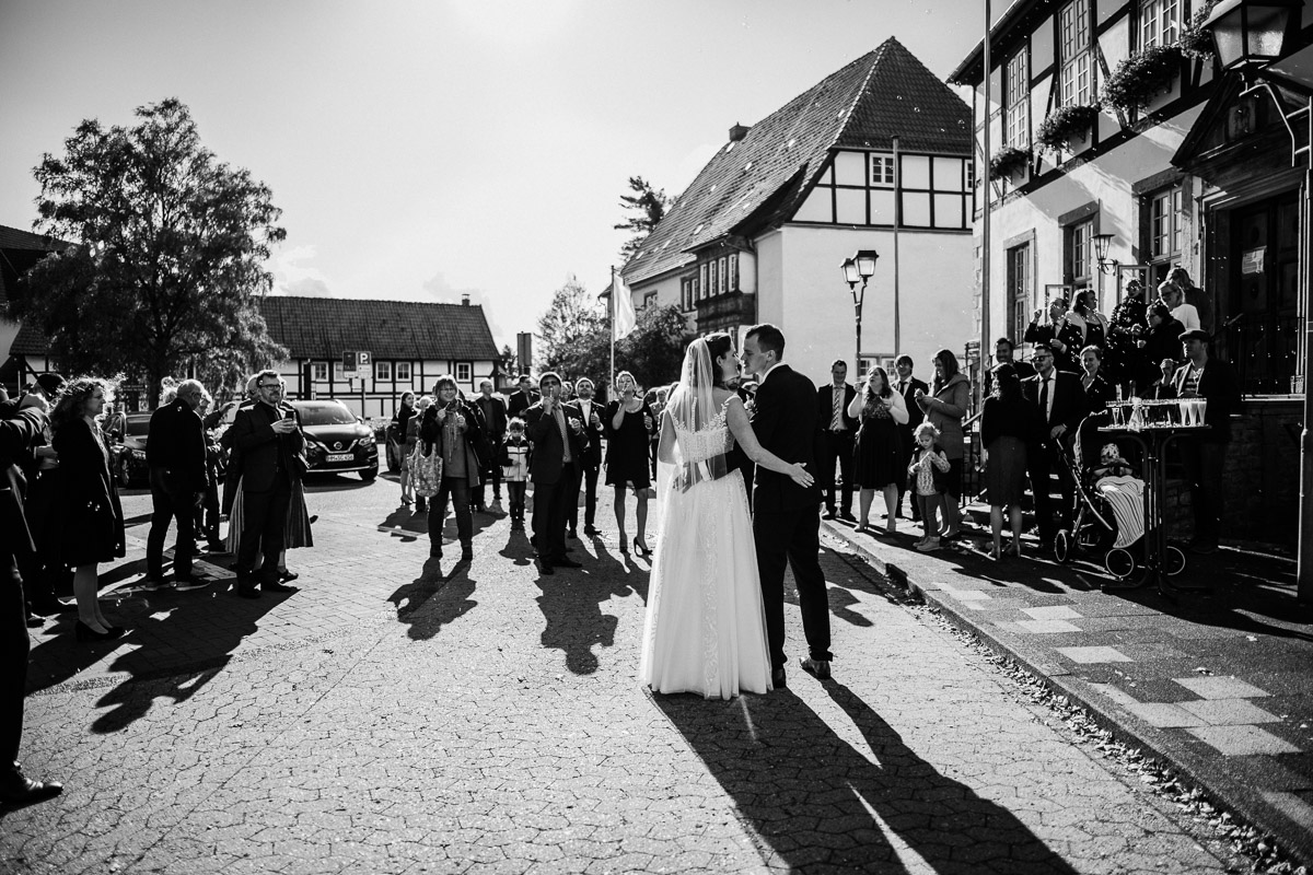 Hochzeitsfotograf-Hameln-Hochzeitsfotografie-Bad-Muender-Springe-Bielefeld-Hannover-Weserbergland-24 Annika & Julius - Corona Herbsthochzeit im Weserbergland Hochzeitreportage