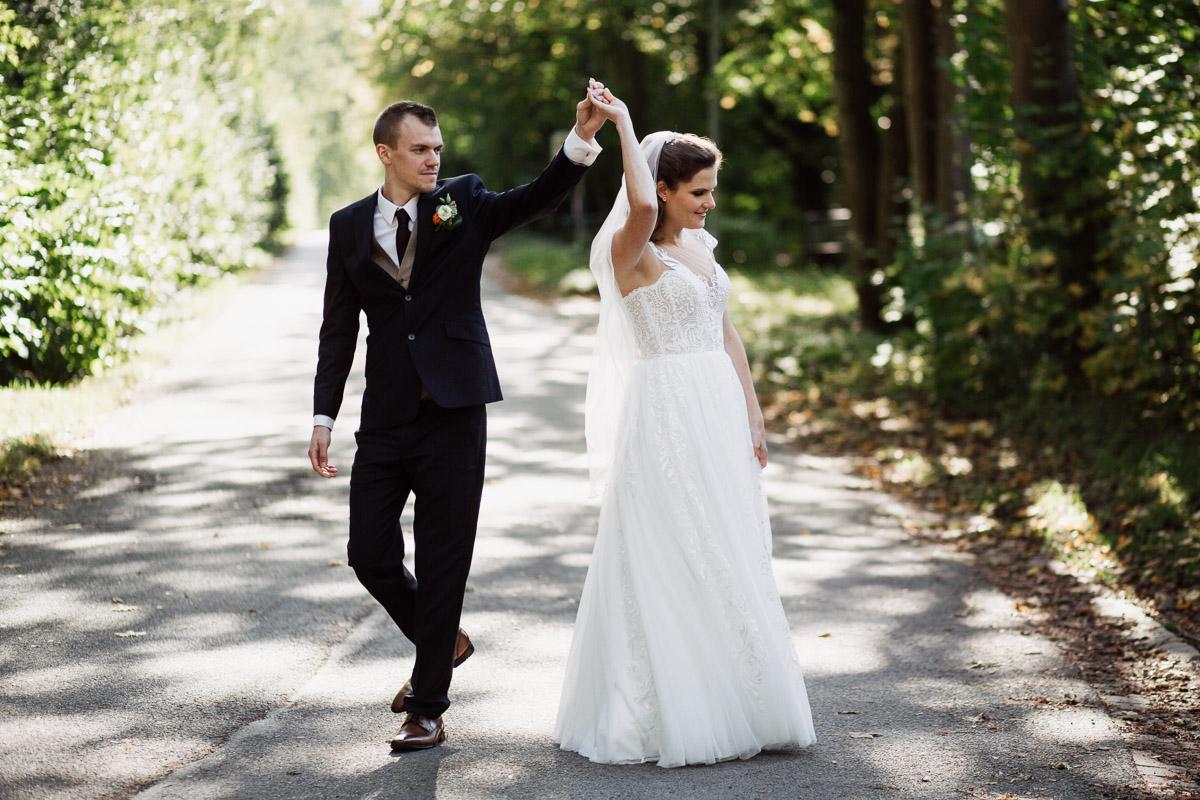 Hochzeitsfotograf-Hameln-Hochzeitsfotografie-Bad-Muender-Springe-Bielefeld-Hannover-Weserbergland-31 Annika & Julius - Corona Herbsthochzeit im Weserbergland Hochzeitreportage