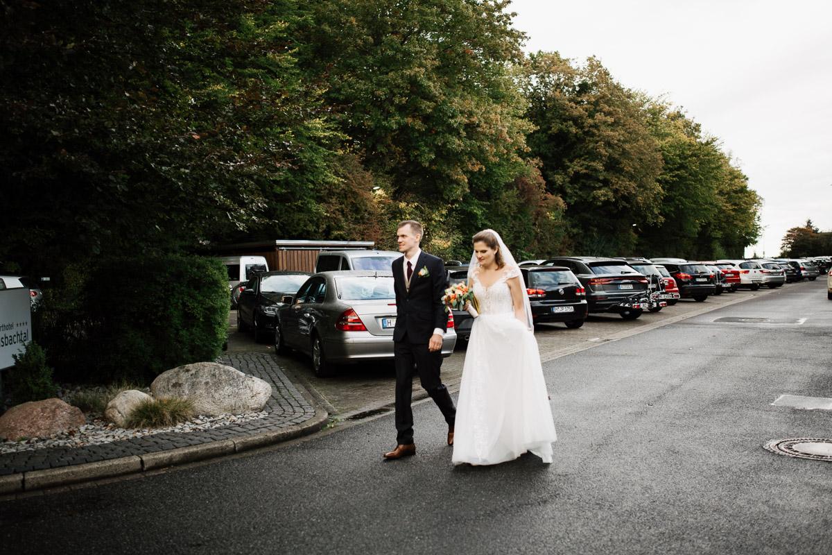 Hochzeitsfotograf-Hameln-Hochzeitsfotografie-Bad-Muender-Springe-Bielefeld-Hannover-Weserbergland-35 Annika & Julius - Corona Herbsthochzeit im Weserbergland Hochzeitreportage