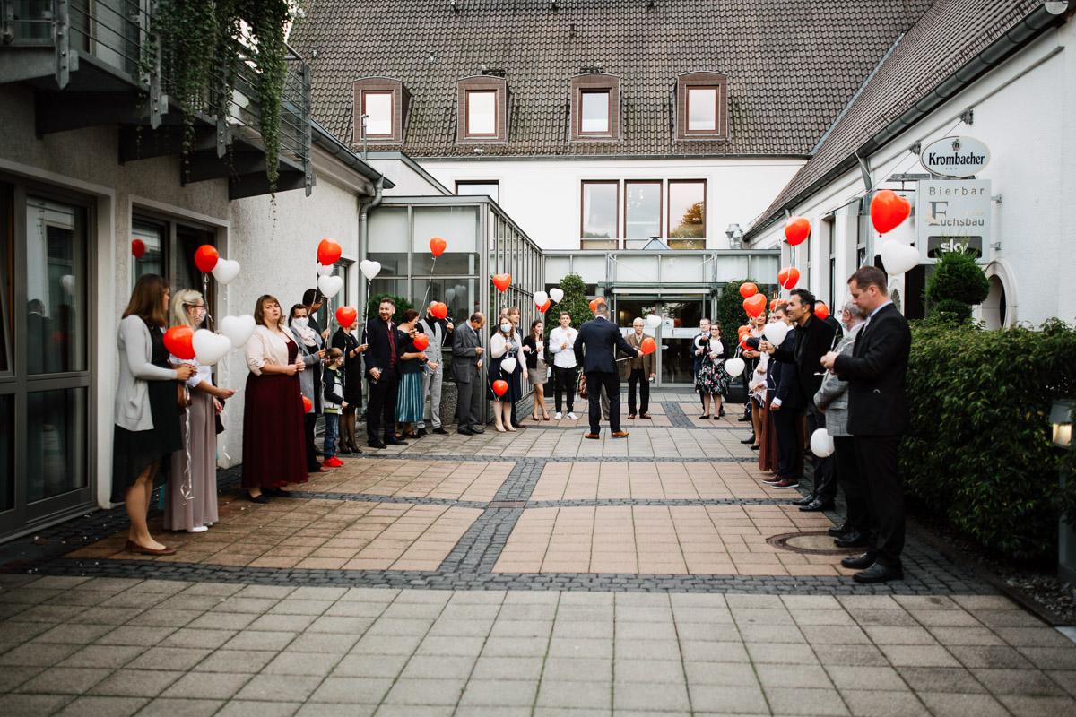 Hochzeitsfotograf-Hameln-Hochzeitsfotografie-Bad-Muender-Springe-Bielefeld-Hannover-Weserbergland-36 Annika & Julius - Corona Herbsthochzeit im Weserbergland Hochzeitreportage
