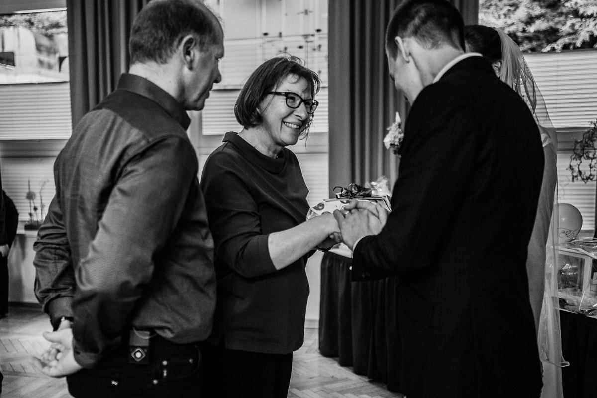 Hochzeitsfotograf-Hameln-Hochzeitsfotografie-Bad-Muender-Springe-Bielefeld-Hannover-Weserbergland-39 Annika & Julius - Corona Herbsthochzeit im Weserbergland Hochzeitreportage