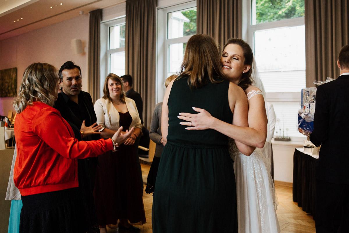 Hochzeitsfotograf-Hameln-Hochzeitsfotografie-Bad-Muender-Springe-Bielefeld-Hannover-Weserbergland-40 Annika & Julius - Corona Herbsthochzeit im Weserbergland Hochzeitreportage