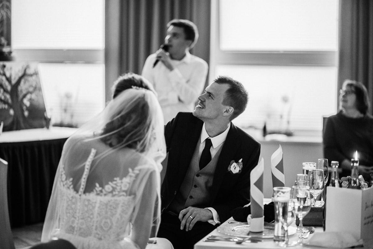 Hochzeitsfotograf-Hameln-Hochzeitsfotografie-Bad-Muender-Springe-Bielefeld-Hannover-Weserbergland-42 Annika & Julius - Corona Herbsthochzeit im Weserbergland Hochzeitreportage