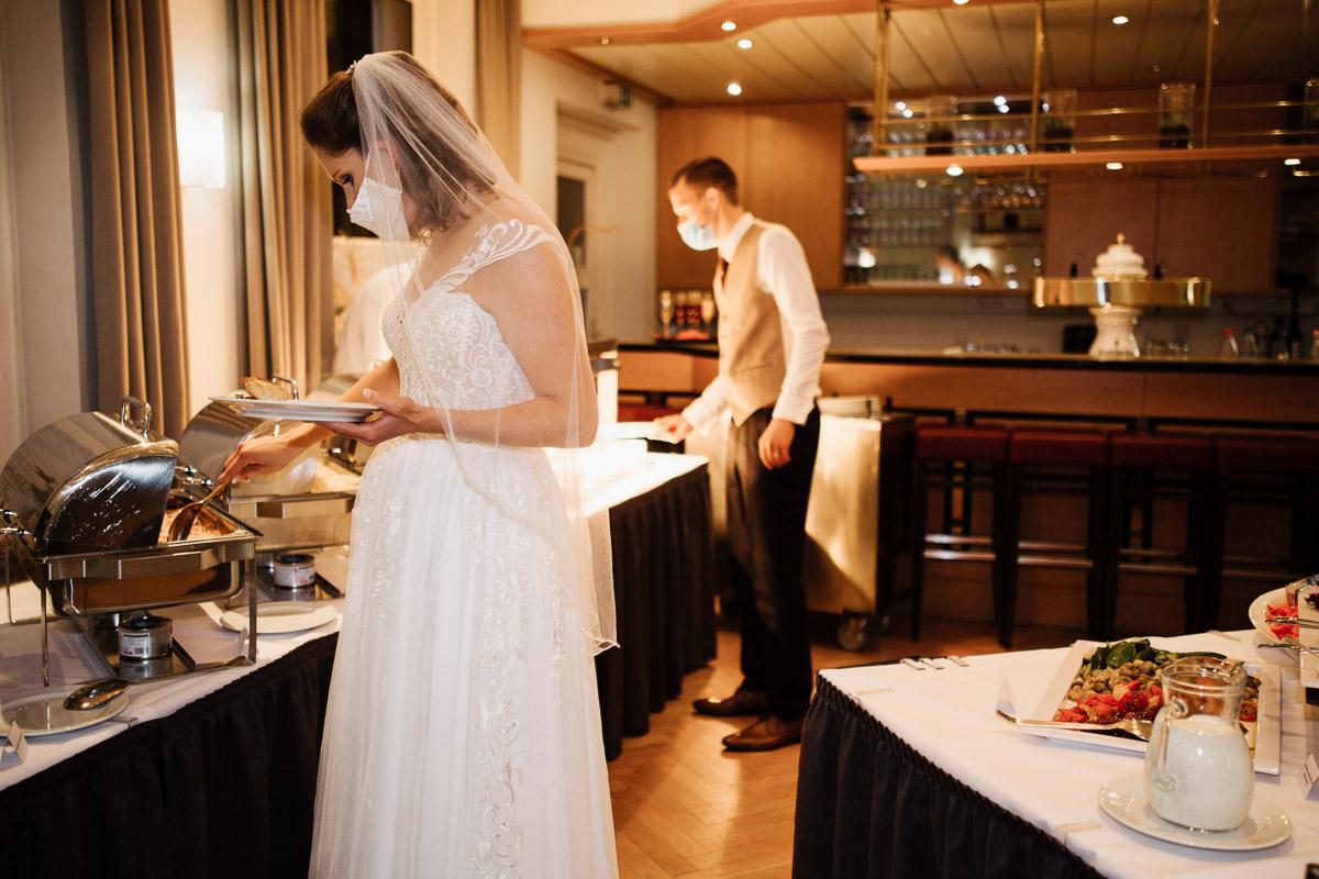 Hochzeitsfotograf-Hameln-Hochzeitsfotografie-Bad-Muender-Springe-Bielefeld-Hannover-Weserbergland-45 Annika & Julius - Corona Herbsthochzeit im Weserbergland Hochzeitreportage