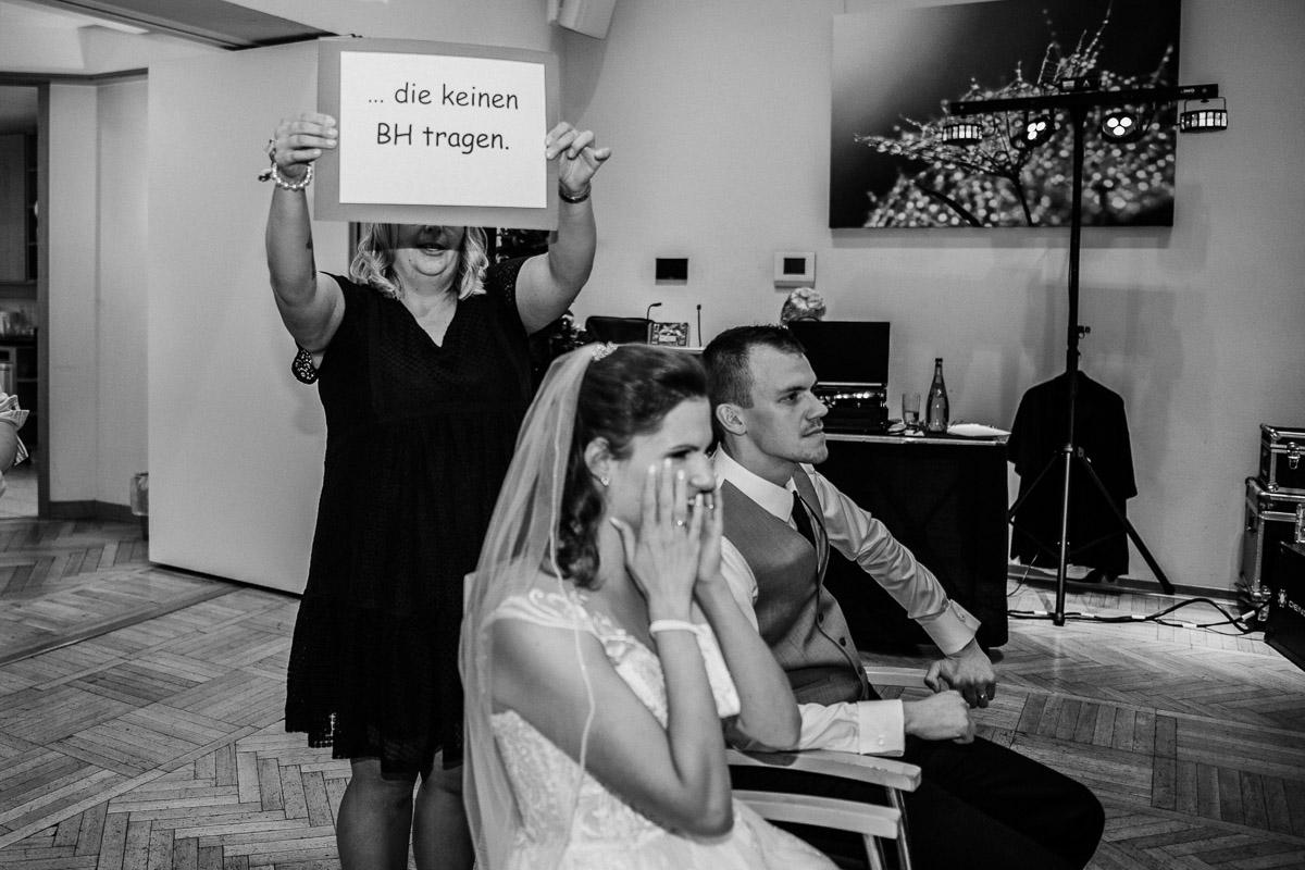 Hochzeitsfotograf-Hameln-Hochzeitsfotografie-Bad-Muender-Springe-Bielefeld-Hannover-Weserbergland-49 Annika & Julius - Corona Herbsthochzeit im Weserbergland Hochzeitreportage