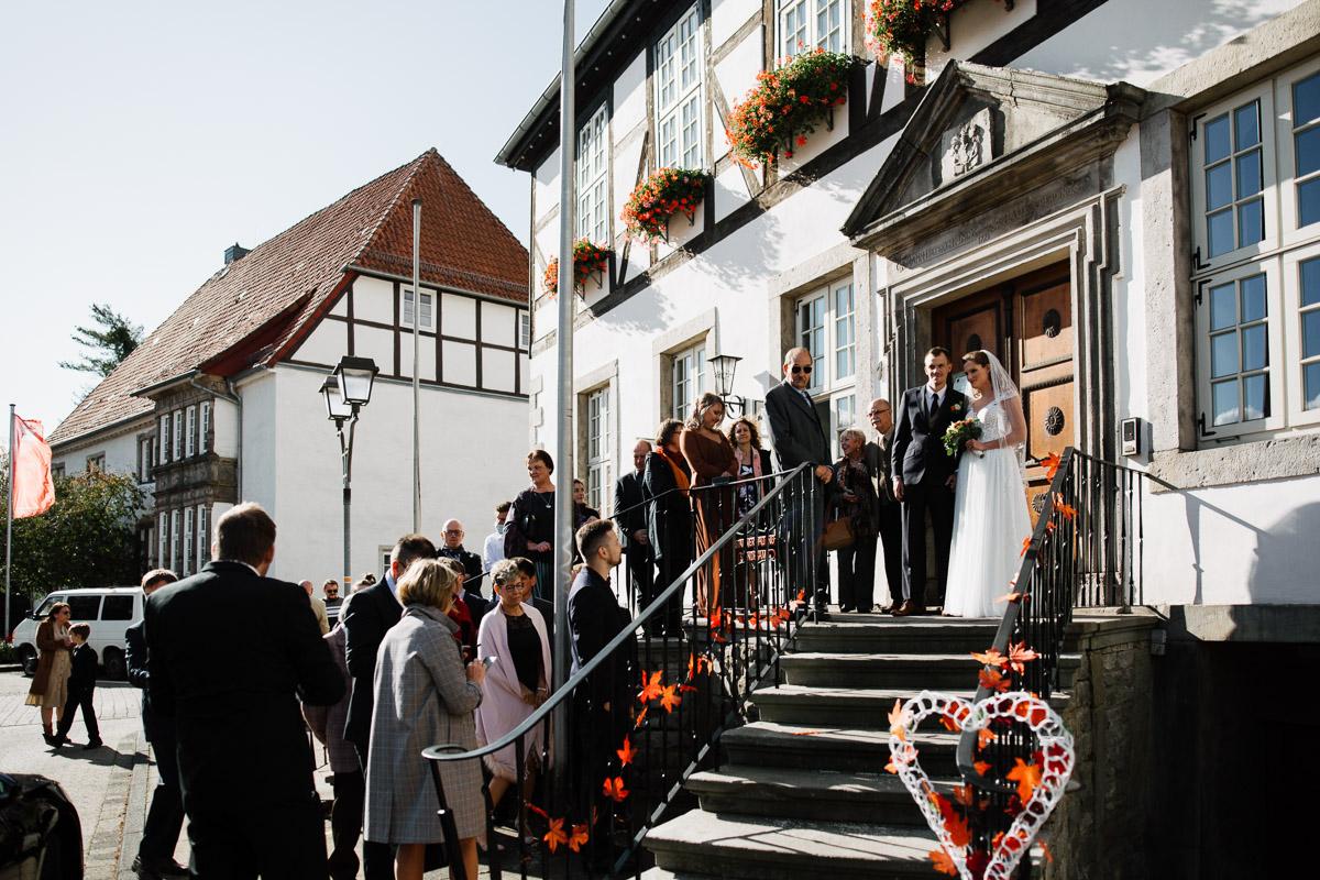 Hochzeitsfotograf-Hameln-Hochzeitsfotografie-Bad-Muender-Springe-Bielefeld-Hannover-Weserbergland-6 Annika & Julius - Corona Herbsthochzeit im Weserbergland Hochzeitreportage