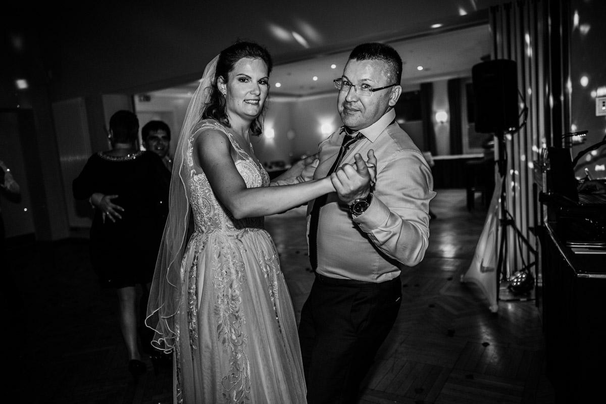 Hochzeitsfotograf-Hameln-Hochzeitsfotografie-Bad-Muender-Springe-Bielefeld-Hannover-Weserbergland-62 Annika & Julius - Corona Herbsthochzeit im Weserbergland Hochzeitreportage