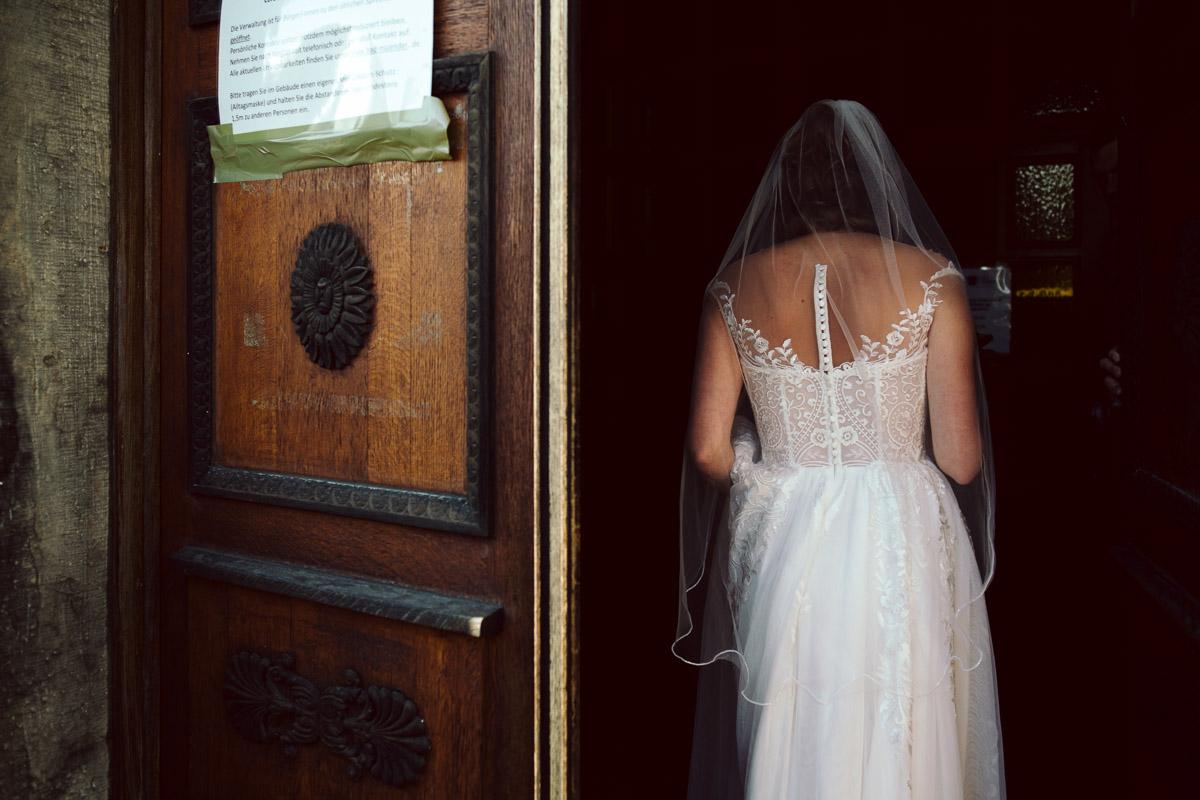Hochzeitsfotograf-Hameln-Hochzeitsfotografie-Bad-Muender-Springe-Bielefeld-Hannover-Weserbergland-7 Annika & Julius - Corona Herbsthochzeit im Weserbergland Hochzeitreportage
